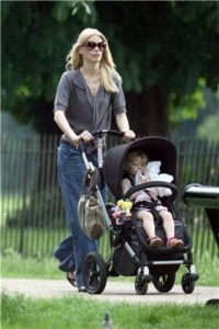 bugaboo-frog-stroller-gallery-claudia-schiffer